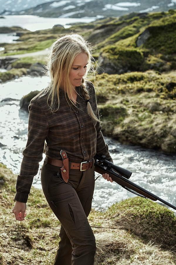 Northern Hunting Frigga Unn Brown dame portrait