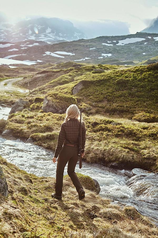 Northern Hunting Frigga Unn Brown dame portrait2