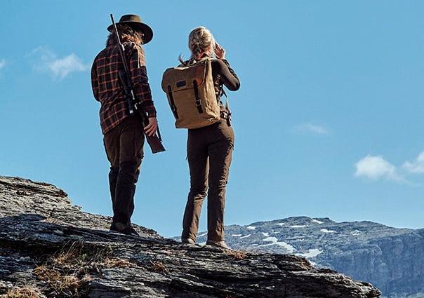 Mand og kvinde på jagt